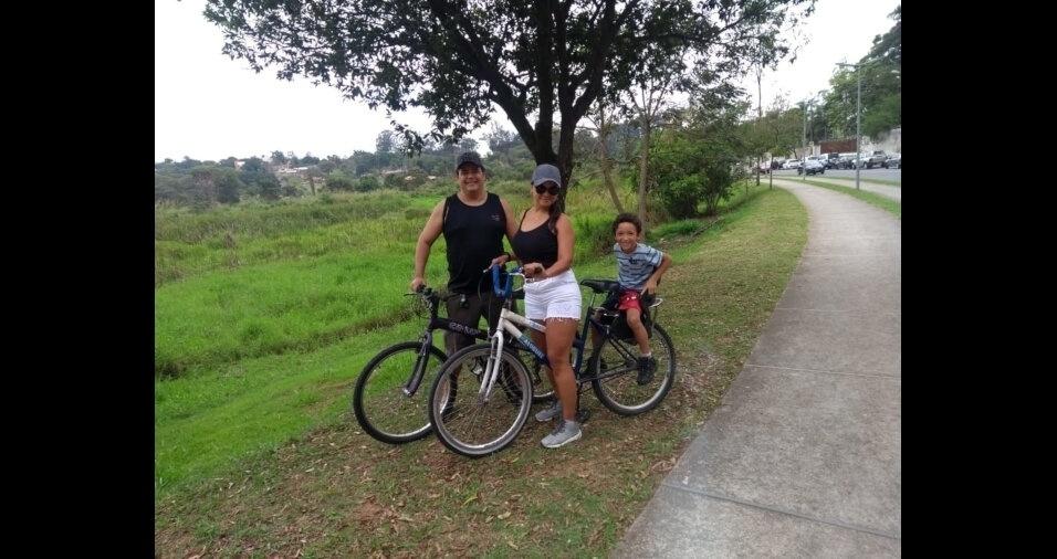 Carlos William, com a mãe Christiane e o padrasto Luiz Antonio, de Belo Horizonte (MG)