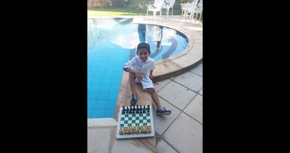 """Enzo Gabriel, de Juazeiro do Norte (CE), meu jogador de Xadrez Top"", falam os pais Rogério Ferreira Mariano e Chiara Lorena Mariano"
