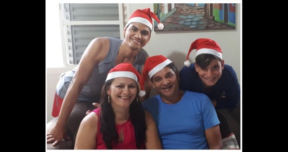 Edna Rosa de Oliveira com o marido Paulo Francisco e os filhos Rafael e Matheus, de Bom Jesus da Lapa (BA)