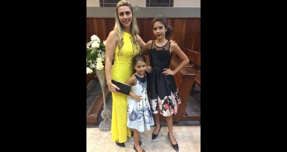 Fabiany e Isabella com a mamãe Gisele Amaro Barros, de Belém (PA)