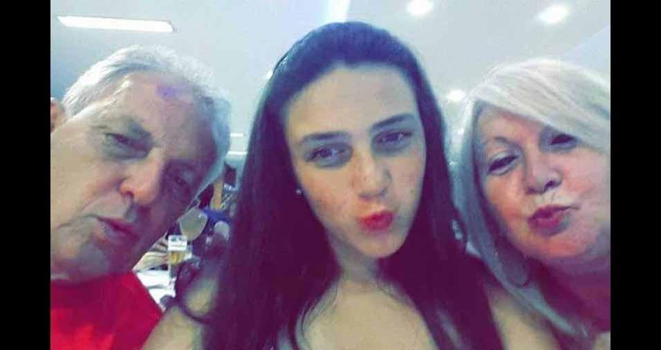 Gabriella Barros com a vovó Sônia Barros e o vovô  Marcio Barros, de São Paulo (SP)