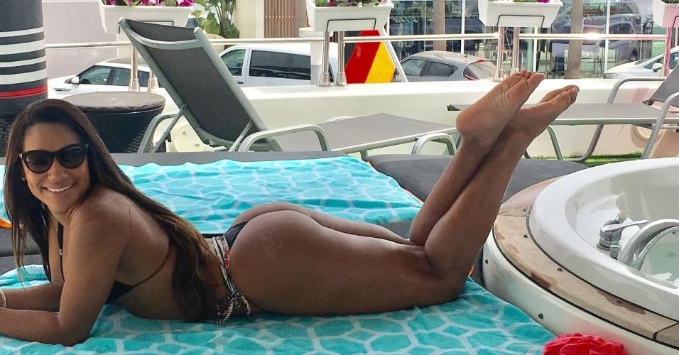 10.ago.2017 - A modelo brasileira aproveitou o verão europeu para curtir as badaladas praias da ilha mediterrânea