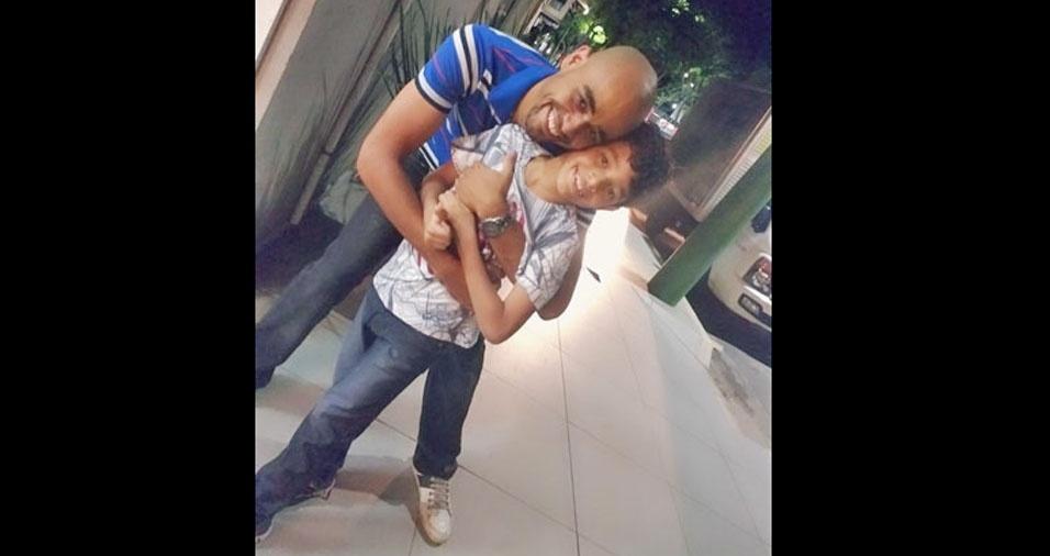 """O papai Douglas e seu filho Eduardo, de Ipatinga (MG): """"O melhor pai do mundo é o meu papai!"""""""