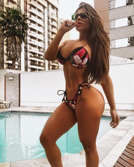 """29.nov.2019 - Suzy Cortez, a eterna Miss Bumbum, revelou que tira 300 selfies por dia! """"Chega a ser um vício, mas, para mim, é como se fosse um trabalho. É a minha ocupação"""", declarou a gata, considerada a Musa do Instagram, com mais de 1 milhão de seguidores na rede social"""