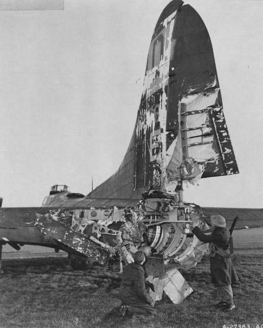 4.ago.2015 - O avião B-17 Flying Fortress, construído pela Boeing durante a Segunda Guerra Mundial, era conhecido por sempre retornar à base após um bombardeio. A seleção a seguir reúne imagens de modelos que foram danificados durante o combate