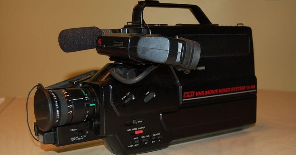 21. Depois de conseguir um aparelho de vídeo, o sonho seguinte era uma filmadora VHS, monstrengo que era carregado para todas as festinhas da família
