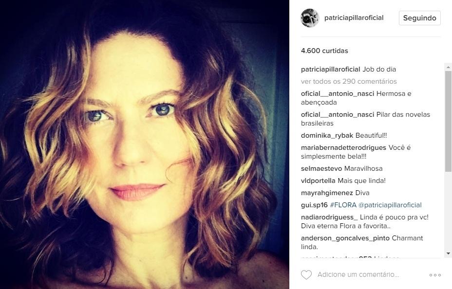 """Maio de 2016 - A atriz Patrícia Pillar recebe muitos elogios dos fãs em foto postada no Instagram. """"Mas que linda!"""", """"Maravilhosa"""", """"Beleza natural que fascina"""""""