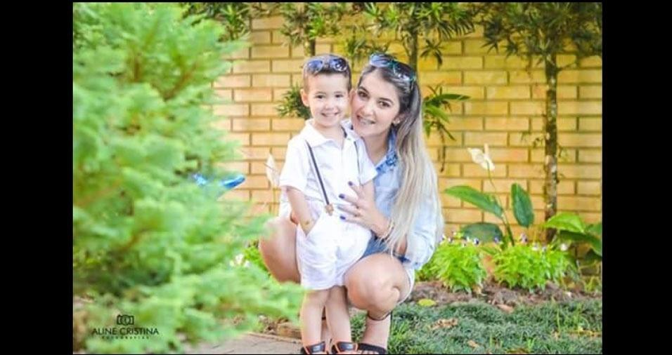 Débora com o filho João Vitor