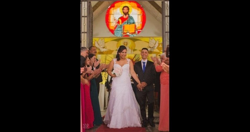 Cintia Oliveira e José de Souza casaram-se no dia 2 de julho de 2016, na igreja São Nicolau de Flüe, em São Carlos (SP)