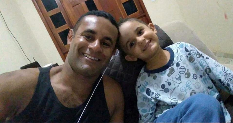 Papai Leandro com o filhote Kadu