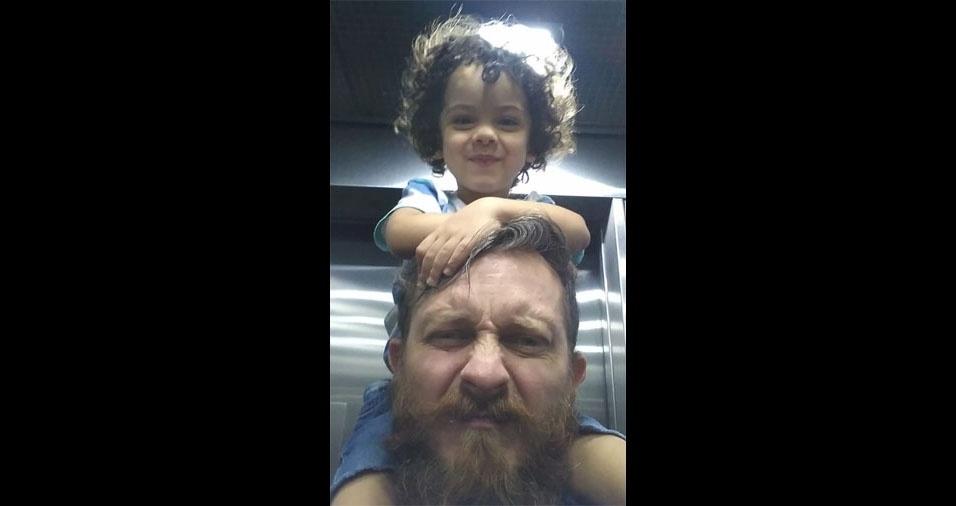 """Carlos Roberto Bizarro Junior com seu """"pequeno"""" Bernardo Almeida Bizarro. Eles são de São Paulo (SP)"""