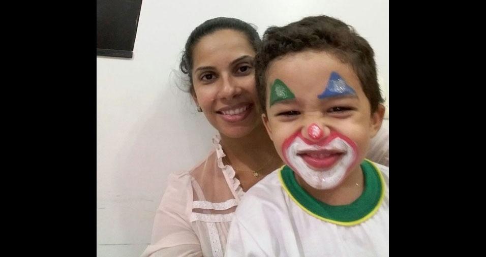 Kelen Fernandes com o filho Gabriel, de Santa Vitória (MG)
