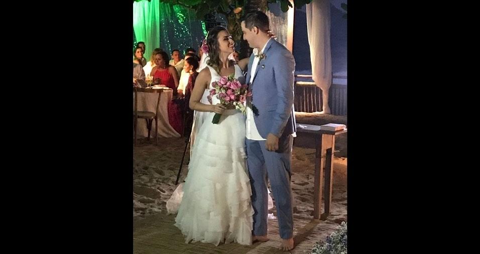 O casamento da Inara e do Leandro aconteceu no dia 22 de abril, em São Sebastião (SP), na praia de Quero-quero. Os noivos são de Lins (SP)