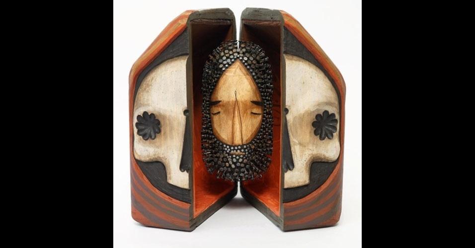5. Escultura em madeira com pregos, de Jaime Molina