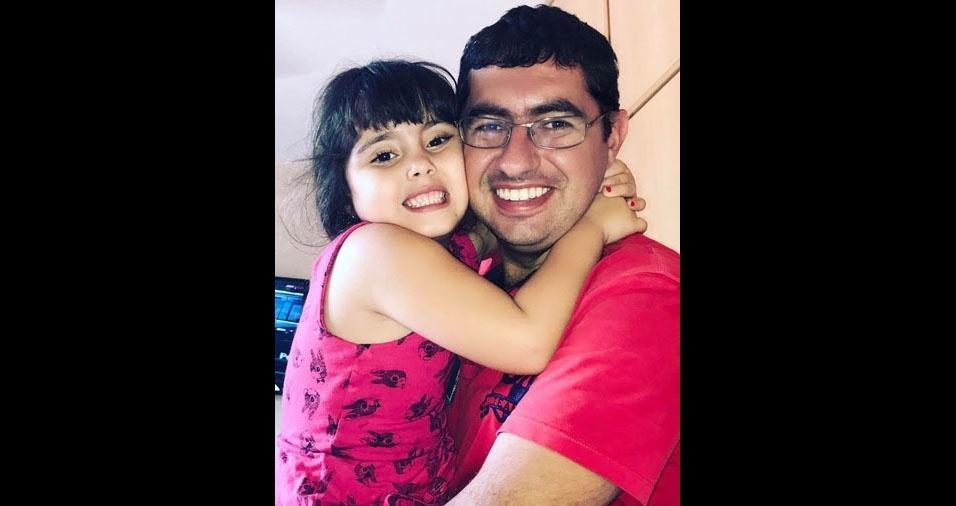 O papai Marcelo com a filha Luna, de Bariri (SP)