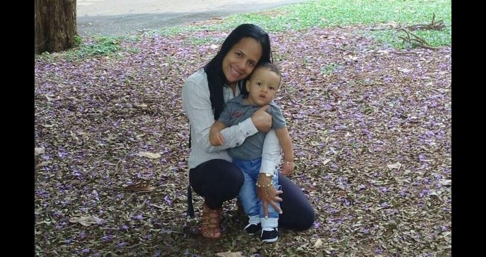 Mamãe Noilde com o filho Yuri, de Rios (BA)