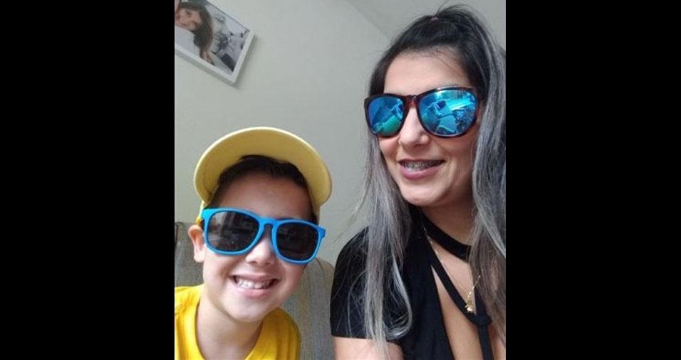 A mamãe Débora Martins e seu filho João Victor Martins de quatro anos, de Blumenau (SC)