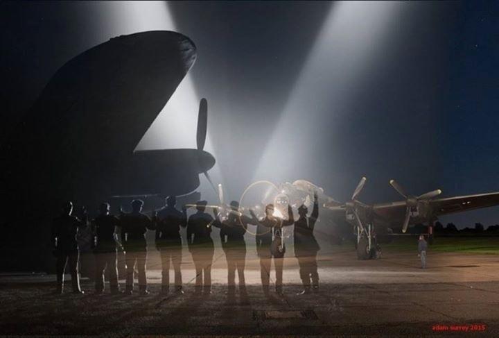 24.nov.2015 - Série de montagens foi exibida no portal War History Online, que tem como objetivo manter viva a história da Segunda Guerra Mundial