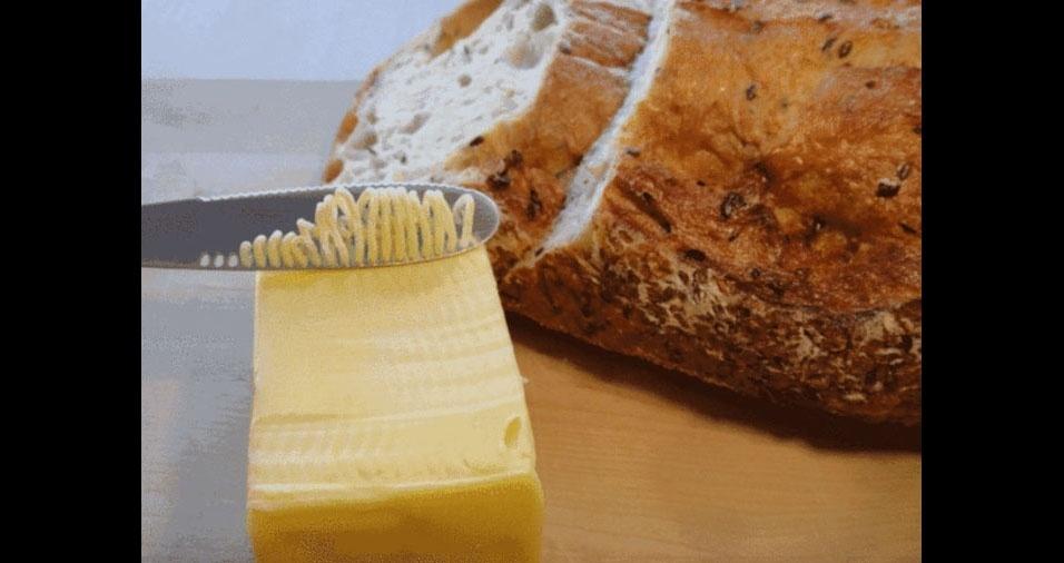 10. Mais uma para o café da manhã: faca com furinhos para passar a manteiga no pão