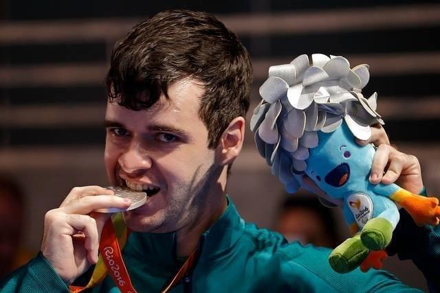 12.set.2016 - Israel Stroh foi prata no tênis de mesa, classe 7. A medalha foi a primeira da história em competições individuais do tênis de mesa do Brasil, tanto nos Jogos Olímpicos para Paraolímpicos