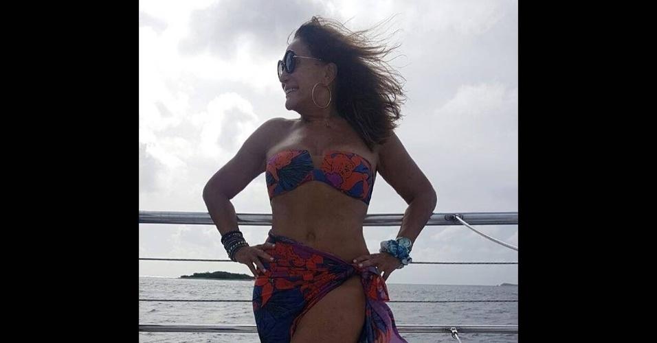 22.dez.2016 - Em foto do Instagram, Susana Vieira aparece de biquíni para dar boa noite aos seguidores na rede social. A atriz de 74 anos está de férias pelas ilhas do Caribe