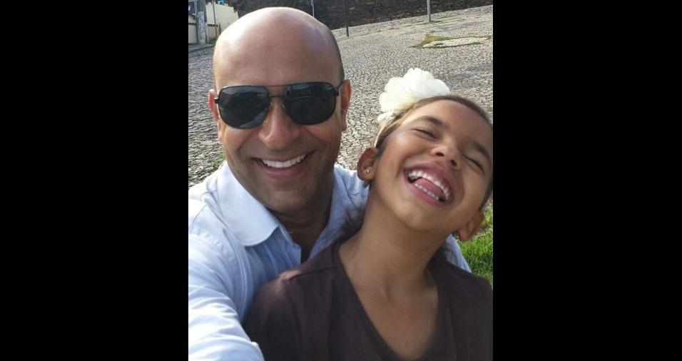 Vitória Hayrlee Pires da Silva com o pai Marcílio Rafael da Silva, de Belo Horizonte (MG)