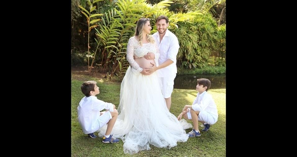 A mamãe Juliana, o papai e os irmãozinhos esperam pela Aurora, de Mirassol (SP)