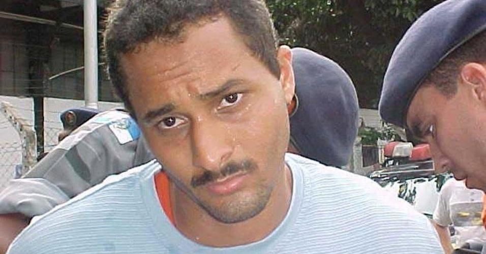 Márcio dos Santos Nepomuceno, o Marcinho VP do Complexo do Alemão, tido como um dos principais chefes do Comando Vermelho (CV), está preso em Bangu 1 desde 1996, por envolvimento com tráfico de drogas. Em 2007, o criminoso foi condenado a mais 36 anos por ter esquartejado dois traficantes rivais. Além disso, Marcinho VP também foi indiciado pelas mortes de quatro detentos da facção rival ADA (Amigos dos Amigos) durante rebelião comandada pelo traficante Luiz Fernando da Costa, o Fernandinho Beira-Mar, em Bangu 1, em 2002