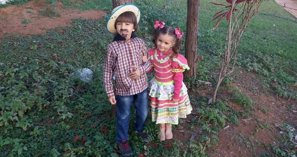 Luanda Araujo Toledo enviou foto dos filhos Rafael Araujo, seis anos, e Olivia Araujo, quatro anos, prontos para o arraial em Mirassol (SP)