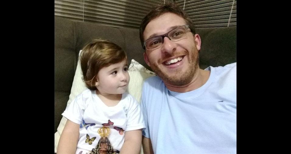 """Rodrigo Vanoni Alberton, de Jandaia do Sul (PR), todo orgulhoso com a filha Isabela: """"Este é meu Super Herói"""""""