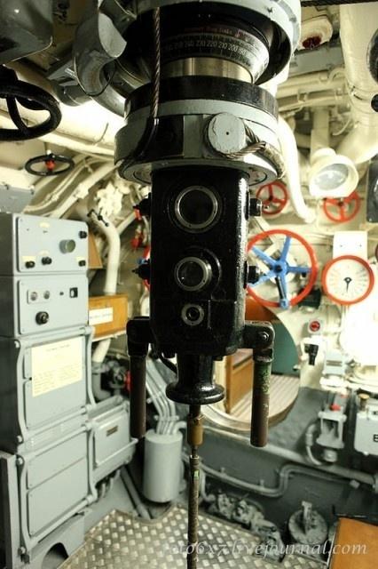 30.jul.2015 - Detalhes do submarino alemão U-995, que pertence ao Laboe Naval Memorial, na Alemanha