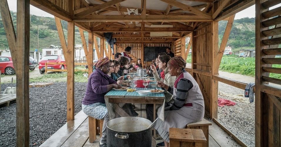 19.fev.2016 - A construção da cozinha comunitária visou melhorar as condições de vida da ocupação, necessidade discutida entre os moradores e representantes locais