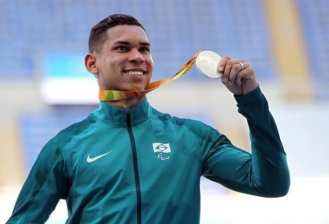 13.set.2016 - Mateus Evangelista foi prata no salto em distância, categoria T37. O brasileiro saltou 6,53 metros