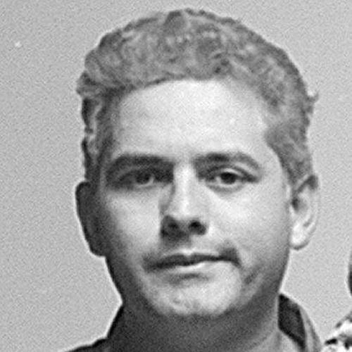 """Júlio Cesar Barbosa, mais conhecido como Júlio Rasec (inversão do nome Cesar), era o """"roadie"""" da banda Utopia, um assistente de palco quando o grupo fazia apresentações em Guarulhos (SP) e cidades do interior de São Paulo. Júlio entrou oficialmente para a banda como tecladista após a saída de Márcio Cardoso de Araújo, que até então era o detentor da posição, após este não conseguir conciliar os shows no interior e a faculdade"""