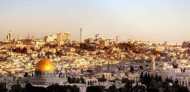 Jerusalém abriga pontos considerados sagrados para cristãos, muçulmanos e judeus e é disputada como capital por Israel e Palestina