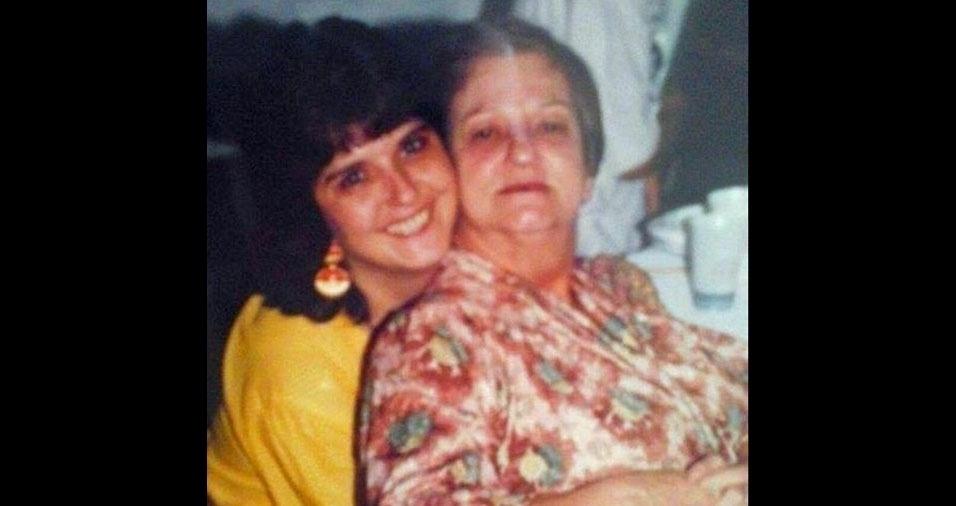 Kátia Garcia Molenijo com a mãe Maria Garcia Molenijo