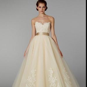 ade77b8bc Nada de branco  30 vestidos de noiva coloridos que fogem do comum · +24