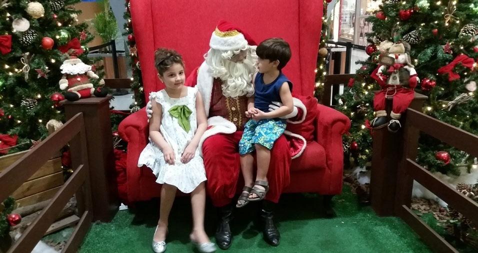 Jorge Ulisses enviou foto dos filhos Maria Laura e João Francisco com o Papai Noel, de Recife (PE)