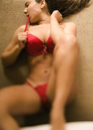 Mulher em foto de lingerie