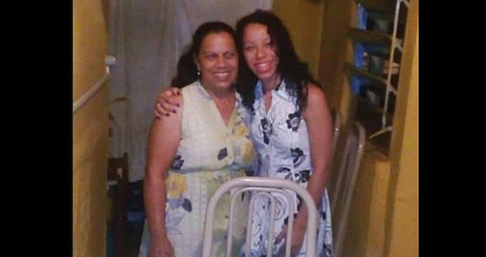 Dona Neide Barbosa com a filha Grasy, de Cotia (SP)