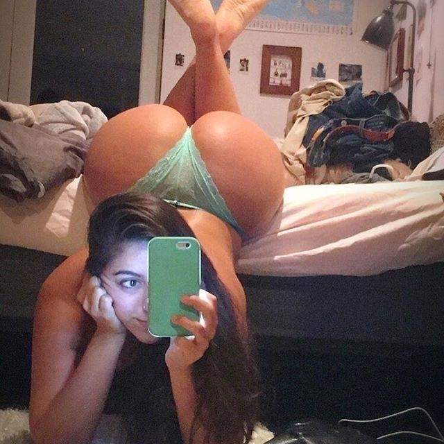 """9.out.2016 - A modelo Lena Nerseian, denominada por ela mesma como """"Lena The Plug"""", é dona de um Instagram repleto de fotos picantes e sensuais dela mesma. A norte-americana gosta de exibir o corpaço em cliques sensuais e bem provocantes, chegando a publicar até mesmo alguns nudes na rede social. Por lá, a gata tem mais de 170 mil seguidores e, quase todos os dias, posta uma imagem de tirar o fôlego dos fãs. Veja mais fotos quentes da beldade a seguir"""