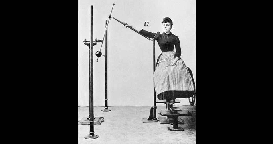 8. Além disso, as roupas usadas para fazer exercícios, não eram das mais confortáveis