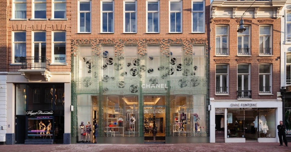 6.mar.2017 - O Crystal Houses, construído em Amsterdã, na Holanda, foi o escolhido na categoria Arquitetura Comercial. A fachada do prédio reproduz a frente original da construção com blocos de vidro, respeitando a legislação local