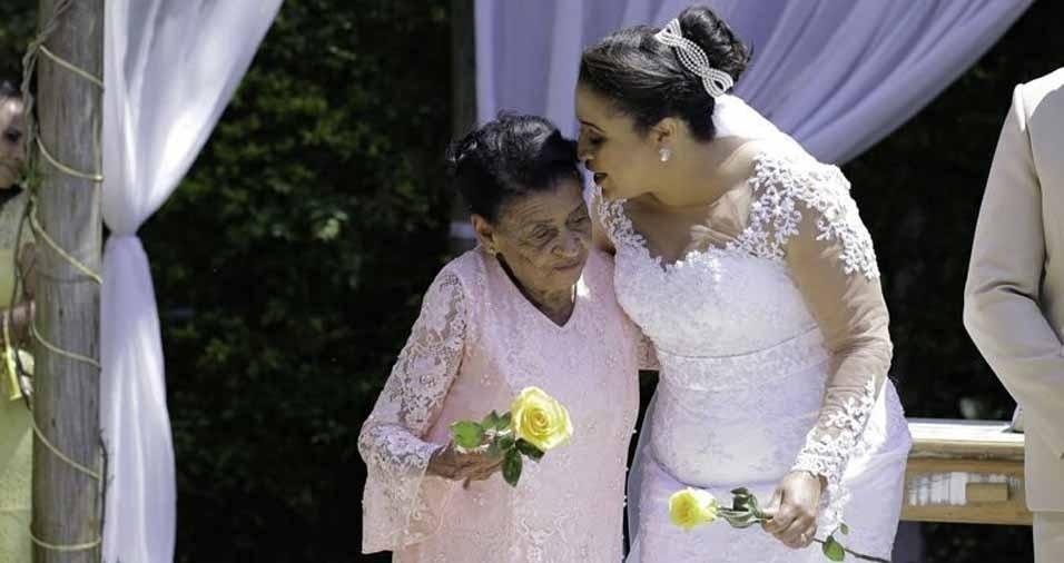 Nelba Vieira Vaz com a vovó Júlia Maria, em Cambé (PR)
