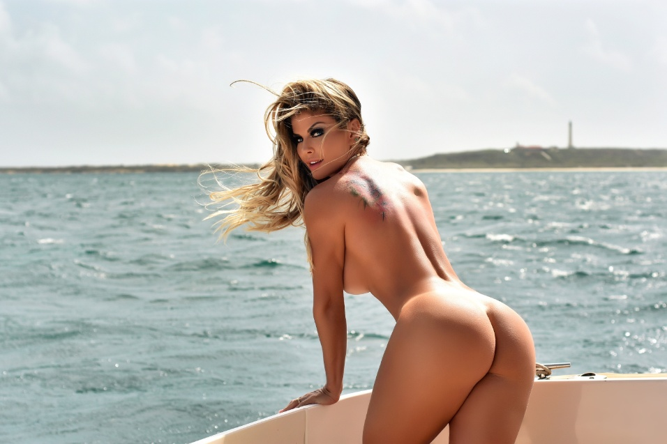 15.out.2018 - O Diamond Brazil está completando três anos no mês de outubro. O exemplar comemorativo traz Viviane Bordin, CEO do Diamond, em um ensaio exclusivo realizado num cenário paradisíaco em Aruba, no Caribe