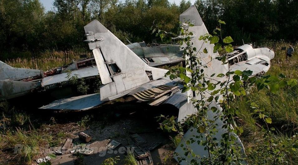 22.out.2015 - Coleção de equipamentos bélicos de décadas foi encontrada abandonada na Rússia