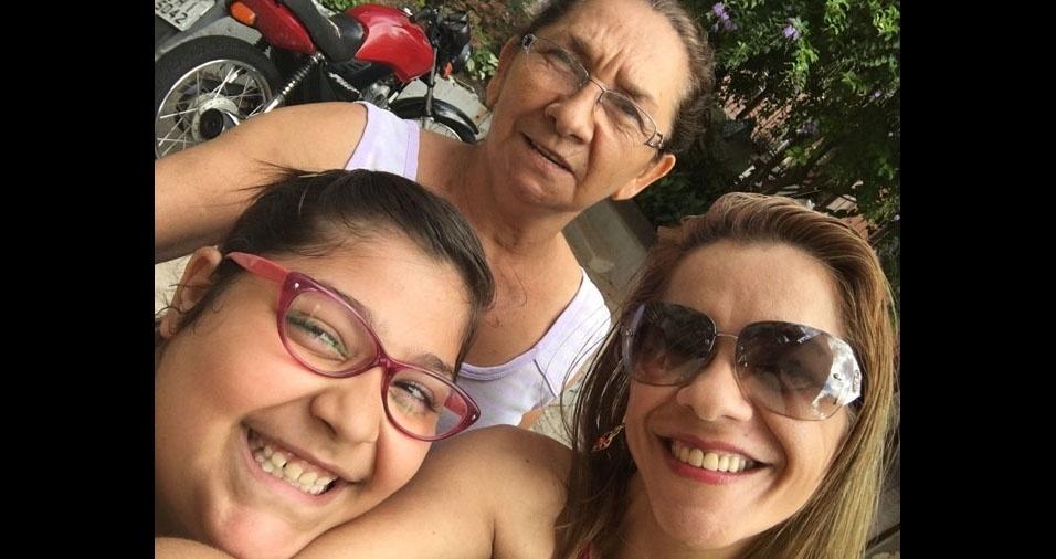 Selma e Beatriz com a mamãe e vovó Maria de Fátima