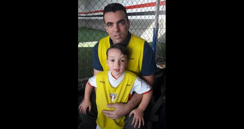 Gustavo Felipe Rodrigues com o filho Gustavo Miguel Rodrigues Filho, de Jandira (SP)