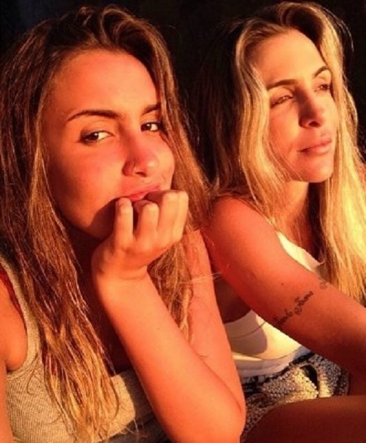 3.ago.2015 - Semelhança de Ana Luiza com a mãe, Joana Machado, impressiona