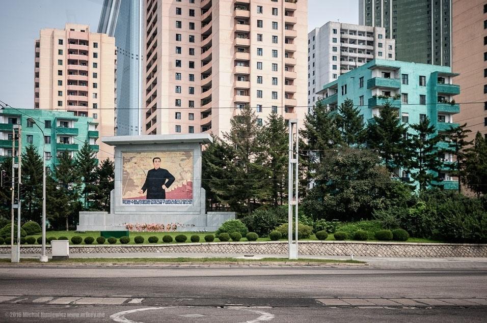 """75. """"Outro mural socialista em Pyongyang"""""""